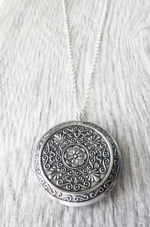 large locket necklace antique silver locket photo locket. Black Bedroom Furniture Sets. Home Design Ideas