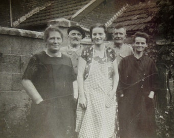 French 1930's Photo - Family in the Backyard