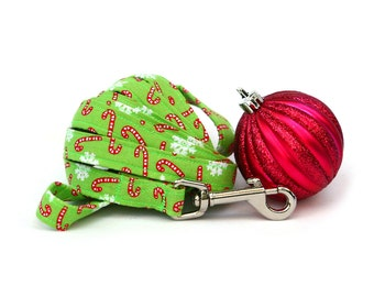 Christmas Dog Leash - Red Candy Canes on Bright Green - 6 Feet Long