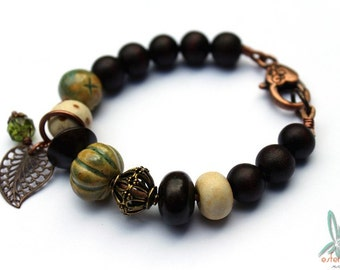 Chocolate & pistachio - mixed media bracelet in brown and pistachio green with artisan beads from Gaea