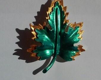 Vintage 2 toned leaf brooch