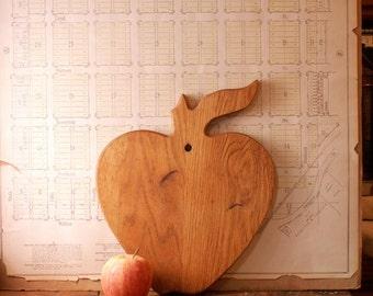 Vintage Apple Shaped Wood Cutting Board - Retro Kitchen Decor