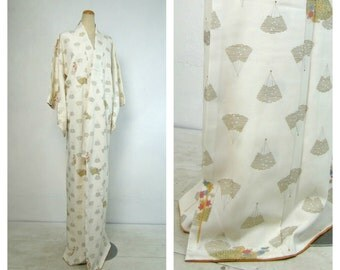 Superior Silk Kimono. Vintage Japanese Robe. White Cream with Fans  (Ref: 003)