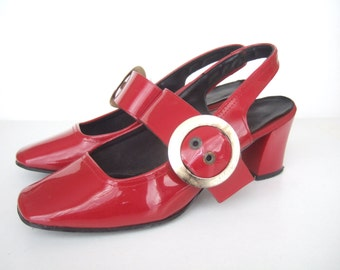UK 2 - 3 Vintage 1960's mod patent red mary jane shoes with gold pilgrim buckle US 4.5 B