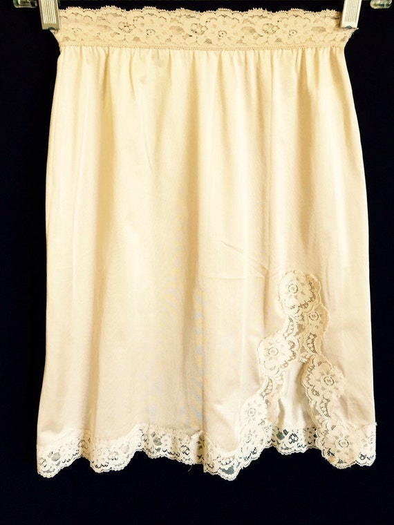 Vintage 1970S Slip Beige Peach Nude Flesh Tone Lace By Thisnow-9994