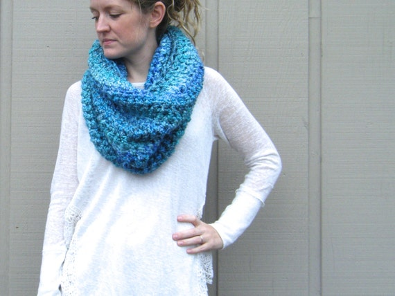Crochet Shawl Patterns With Bulky Yarn : DIY Crochet Pattern: Danube Cowl super bulky yarn boucle