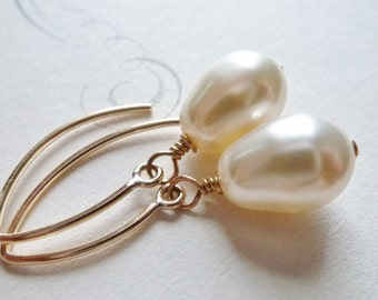 Cream Pear Shaped Pearl Earrings / 14K Gold Fill / Teardrop Pearls / SimplyJoli Dangle Earrings