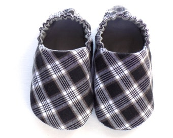 Baby Boy Shoes, 0-6 mos. Baby Boy Booties, Black and White Plaid, Boy Crib Shoes, Soft Sole Shoes, Soft Baby Booties, Baby Boy Gift