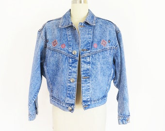 pastel embroidered southwestern vintage 80s jean jacket of a pastel southwestern nature// medium large