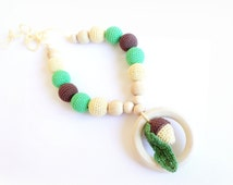 Nursing teething Necklace Crochet Acorns Ring toy Autumn color -Brown Beige Green Breastfeeding Teething necklace Slinging mom