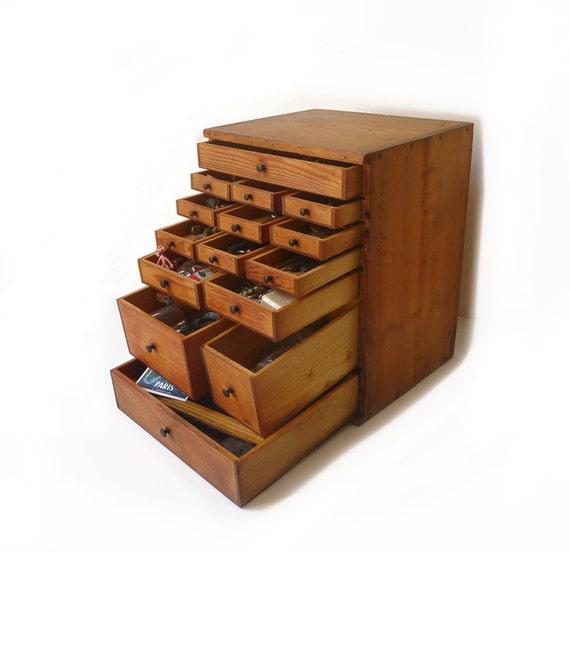 Ancien petit meuble en bois tiroirs casier d coration for Petit meuble rangement avec tiroirs