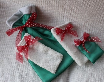 Sheer Green with Snowy White 4 Christmas Gift Bag Collection