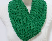HOLIDAY SALE! Infinity scarf. Crochet scarf. Christmas Gift. Holiday Green Infinity scarf, Holiday Gift, Circle Scarf, Cowl, Accessories.