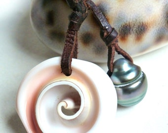 Tahitian pearl, conch sea shell on leather, woman necklace