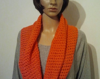 Crochet Möbiusschal of thin ribbon yarn pure cotton in orange red