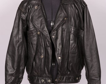 Gorgeous vintage black leather biker jacket Size Small