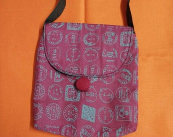 Little messenger bag with flap and button