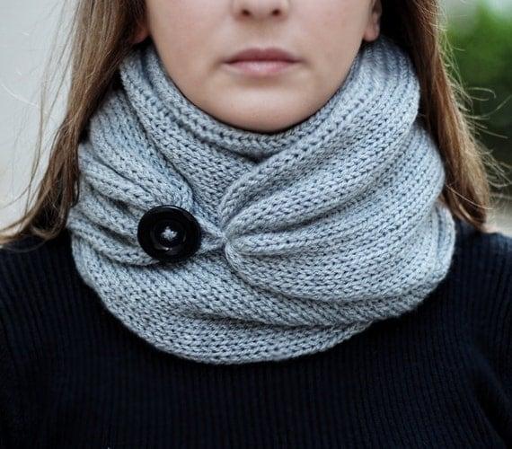 charpe en tricot avec bouton foulard infini charpe par knitscarf. Black Bedroom Furniture Sets. Home Design Ideas