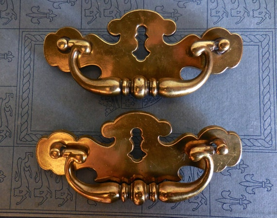 keyhole vintage cabinet drawer pulls large brass by pippinpost. Black Bedroom Furniture Sets. Home Design Ideas