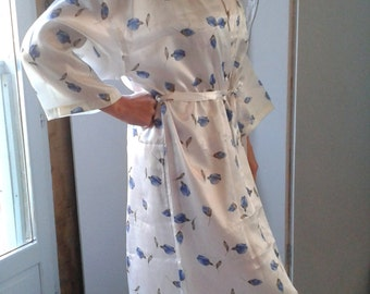 1980's Dressing Gown with beautiful blue rose print