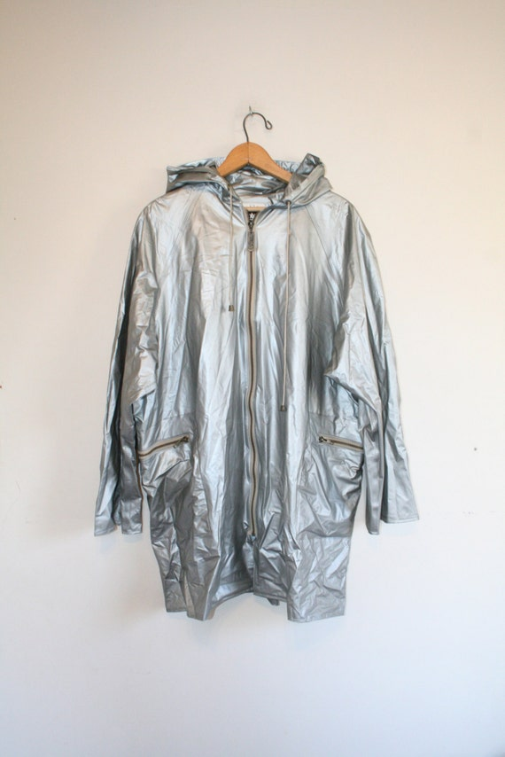 SILVER SPACE PARKA // size medium // 90s // jacket //