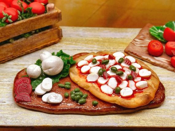 12 miniatura cibo, pizza pomodoro mozzarella cipolle e olive, falso ...