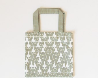 Tote bag (small) with silkscreen print - 'triangle trees' (green x white)