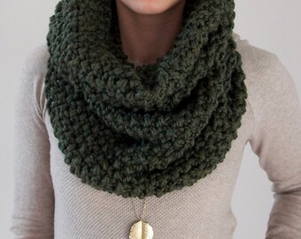 Chunky Knit Cowl in Dark Green