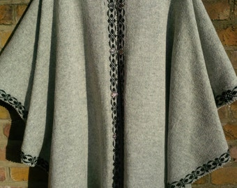SALE!!! Pure Wool Ladies Poncho Gray with Black Trim Free UK shipping
