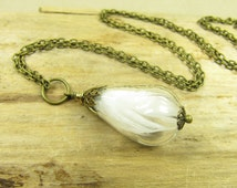 Necklace Cinderella's Dove, necklace with parakeet feathers, chain brass pendant white feathers bird, vintage style handmade