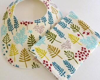 Organic Baby Bib & Burp Cloth Gift Set . Organic Nature Walk . Baby Girl Shower Gift