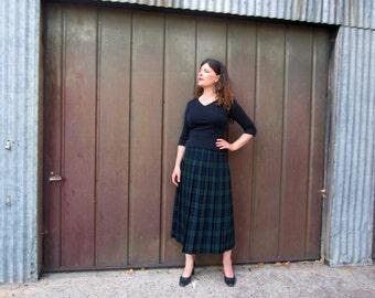 vintage pleated plaid skirt wool tartan lined black and green CUTE