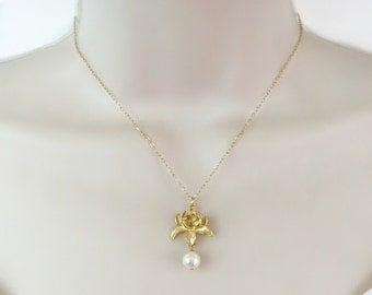 Lotus Necklace, Dainty Necklace, Minimal Necklace, Bride Necklace, Bridal Necklace, Bridesmaid Necklace, Freshwater Pearl, Gift for Her,