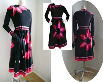 Vintage LOUIS FÉRAUD Dress 1970s Vintage 2 Piece dress with belt Size Small  Designer Dress back Pink white Color Block Bold Floral Print