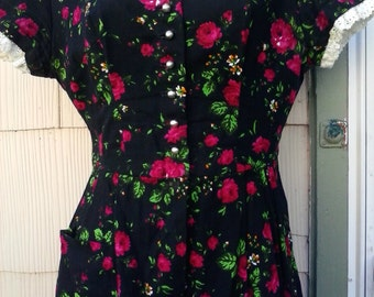 Vintage 1940s 1950s Black House Day Dress Roses Floral Rockabilly VLV Small Medium