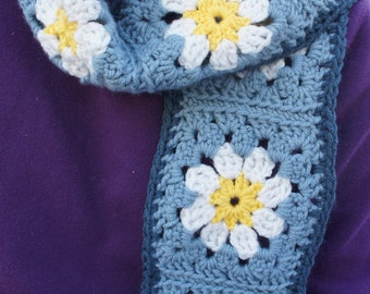 Crochet White Daisy Granny Square Scarf in Blue