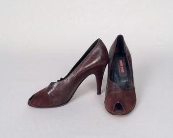 SALE • 1950s peep toe heels • vintage 50s shoes • burgundy suede pumps • size 7