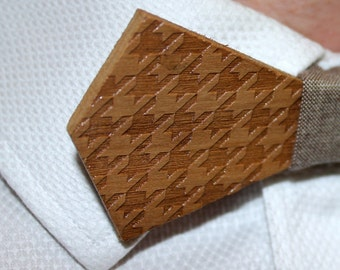 Pied de Biche. Bow tie of Walnut wood cut and engraved laser textured Pied de Biche.