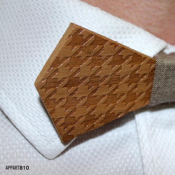 Pied de Biche. Bow tie of Walnut wood cut and engraved laser textured Pied de Biche.