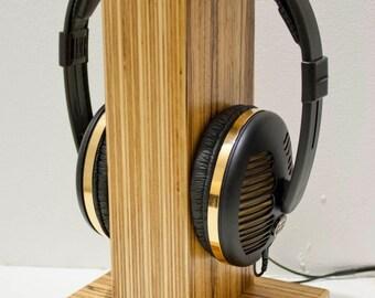 Oscarsaudio gestapelt Ply Kopfhörer stehen in Zebrano Furnier