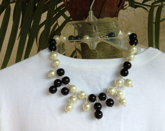 Black and white big pearl necklace