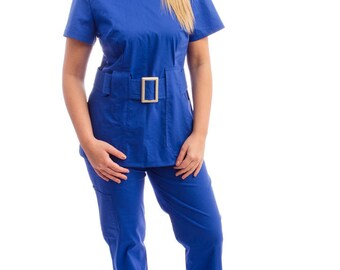 Scrub top ( Birte )Rounded neck line medical scrub Two patch pockets Lined belt with buckle Bust and waist darts