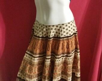 Stunning skirt//Vintage 1990s//Handmade look// Zipper in waist//100% cotton//Size 4//Summer fashion
