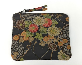 Women's Zipper Purse Designed In Japanese Fabric
