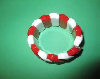 Red and white shell bracelet