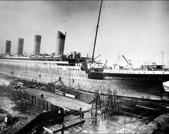 24x36 Poster; Titanic Under Construction 1909-1912