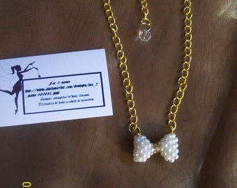 Necklace for women with bowtie white beads