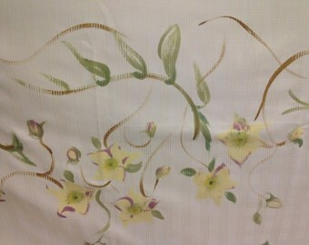 Hand-painted tablecloths and crochet finish suitable for large parties or for home décor