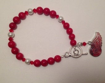 Beaded bracelet with Red Wing charm