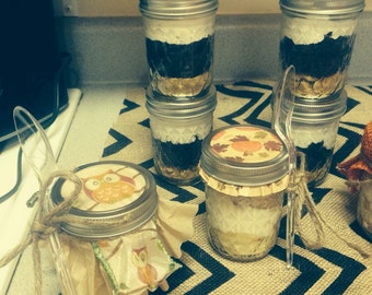 6 cakes in a jar